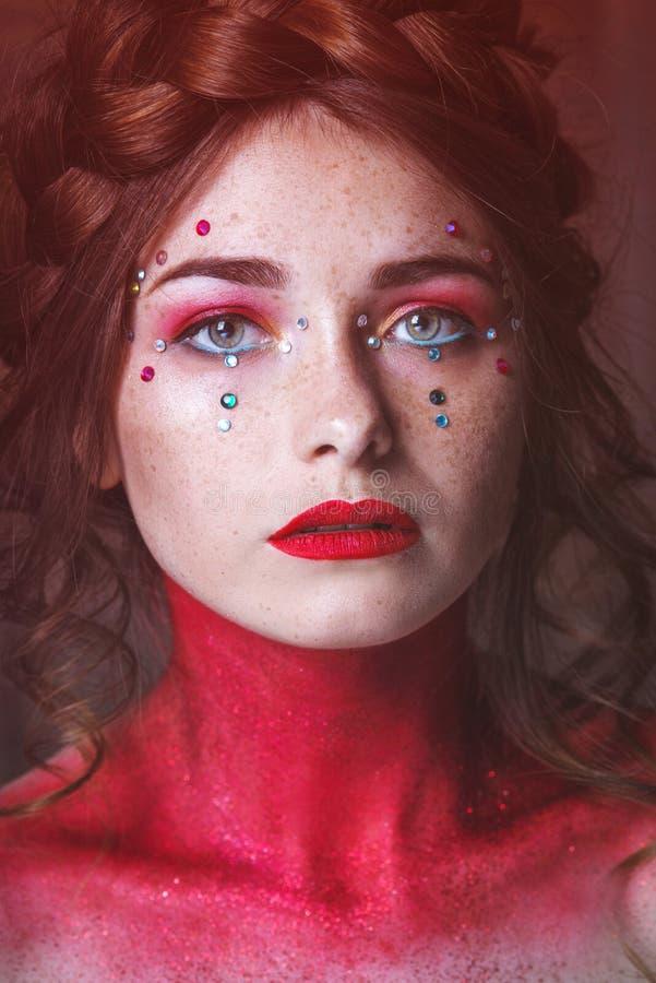 Face bonita da mulher Composi??o perfeita Forma da beleza eyelashes Sombra cosm?tica fotografia de stock royalty free