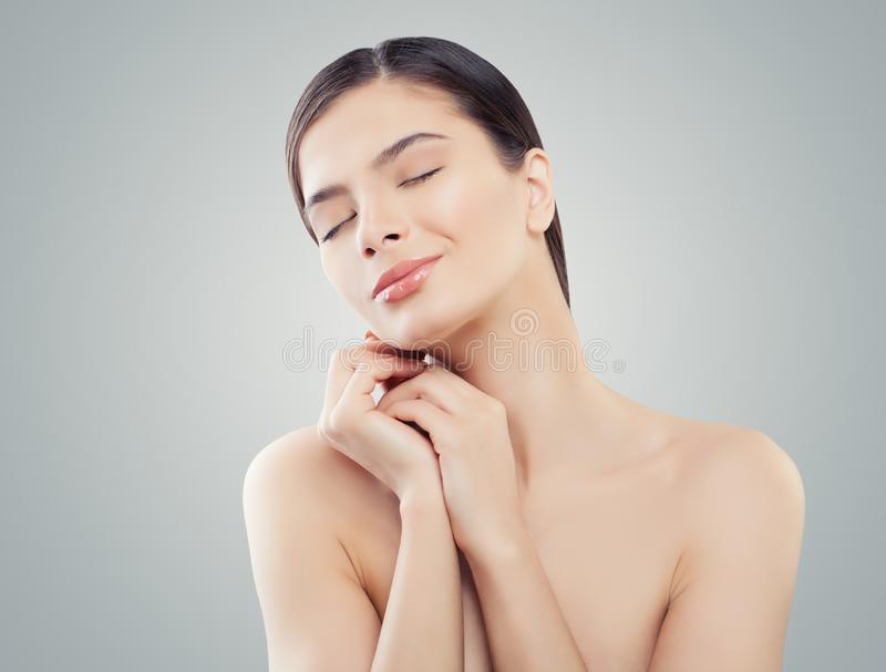 Face bonita da mulher Termas, cosmetologia, restauro e skincare fotos de stock royalty free