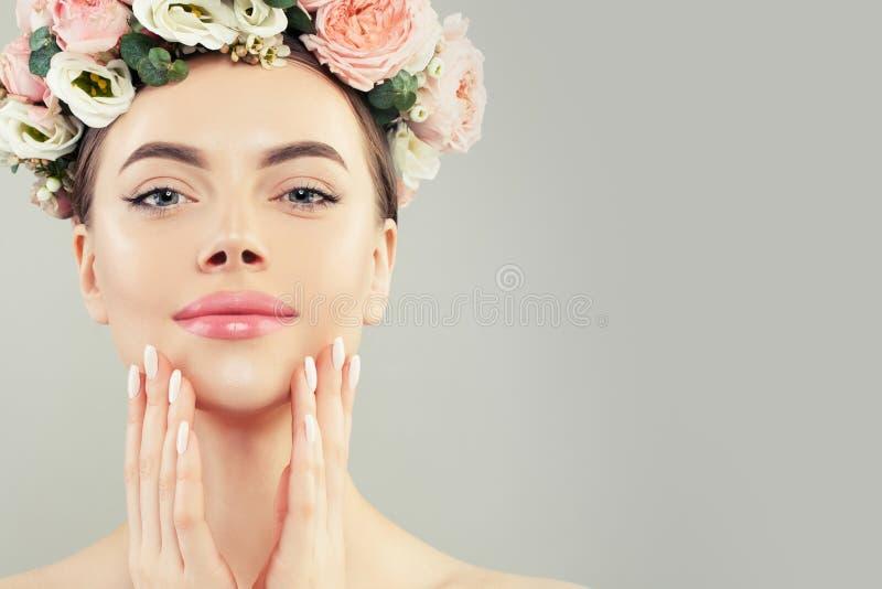 Face bonita Modelo saud?vel dos termas da mulher com pele clara imagem de stock