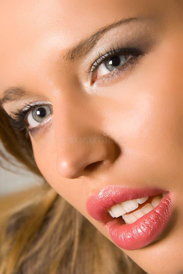 Face consideravelmente sensual da mulher foto de stock