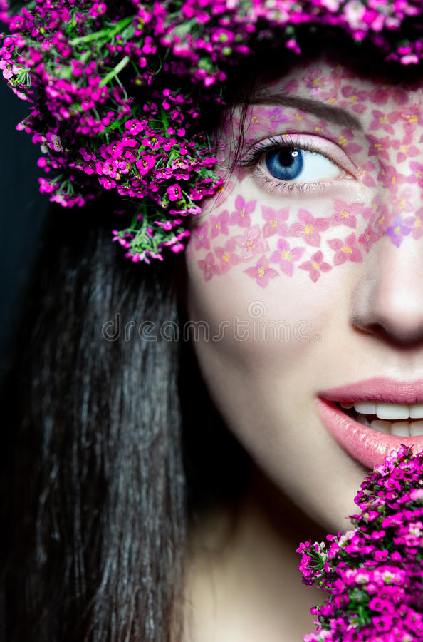 Face da menina do retrato a meia com composição à moda fotos de stock royalty free