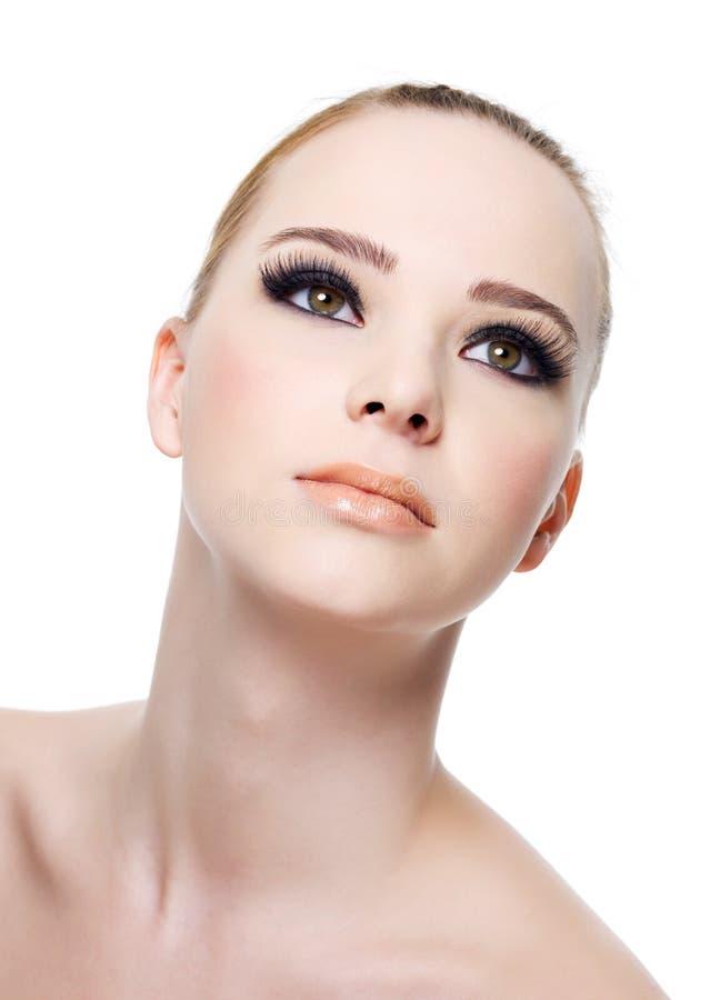Face da mulher com composição do olho roxo fotografia de stock royalty free