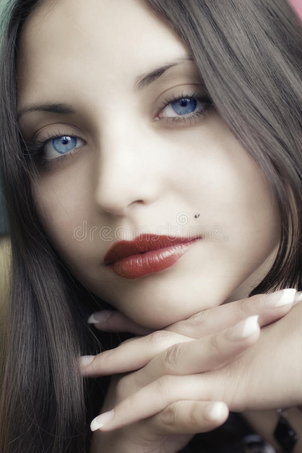 Face da mulher triguenha bonita nova foto de stock royalty free