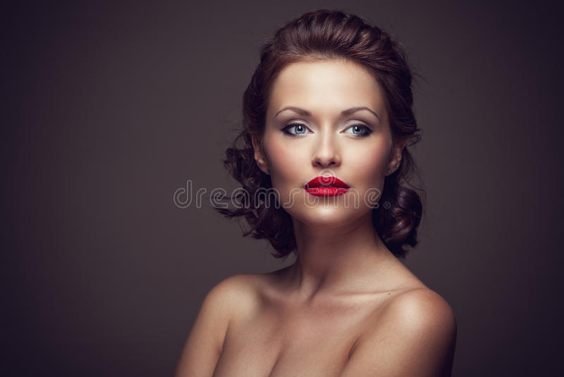 Face de uma mulher triguenha 'sexy' bonita foto de stock