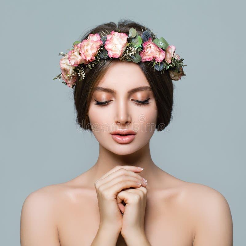 Face fêmea bonita Mulher saudável com pele clara imagem de stock