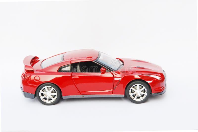 Face lateral de um carro desportivo modelo vermelho foto de stock