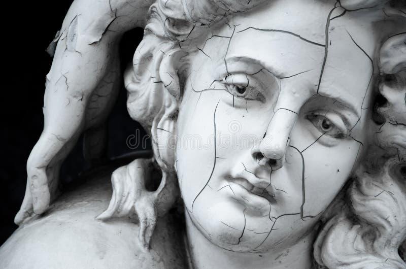 Face rachada da escultura grega fêmea fotos de stock royalty free