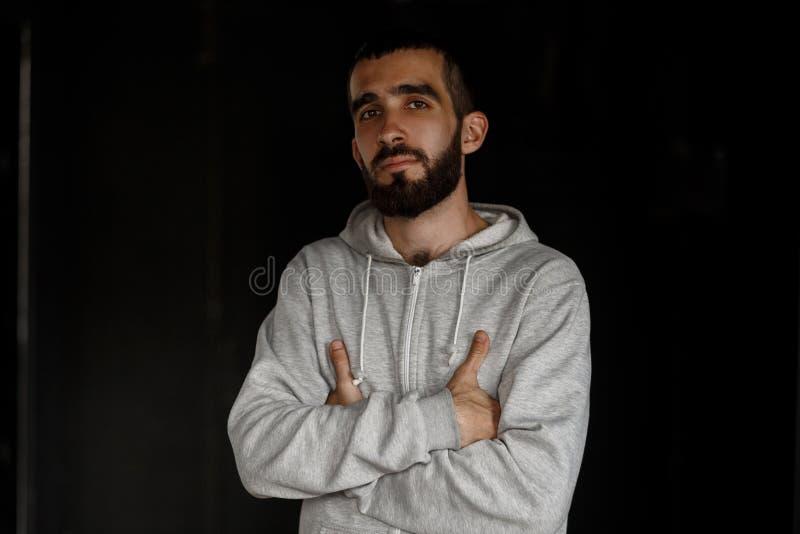 Face séria Homem novo do negócio considerável com uma barba fotografia de stock royalty free