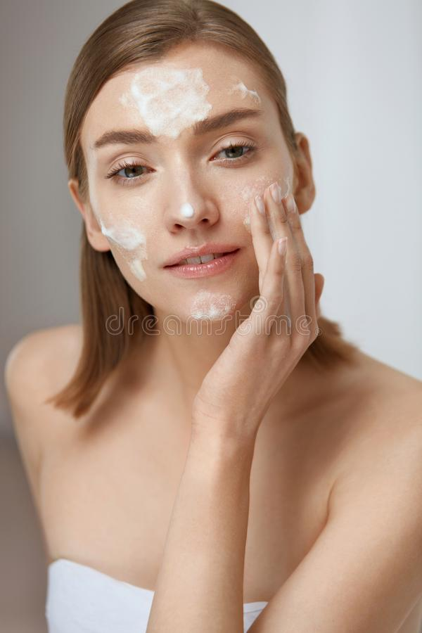 Free Face Skin Care. Woman Applying Facial Cleanser On Face Closeup Royalty Free Stock Photo - 157513865
