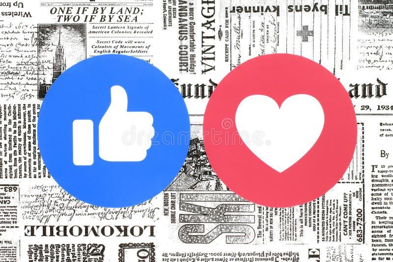 Facebook移情作用的Emoji反应喜欢和爱按钮在报纸的 库存例证