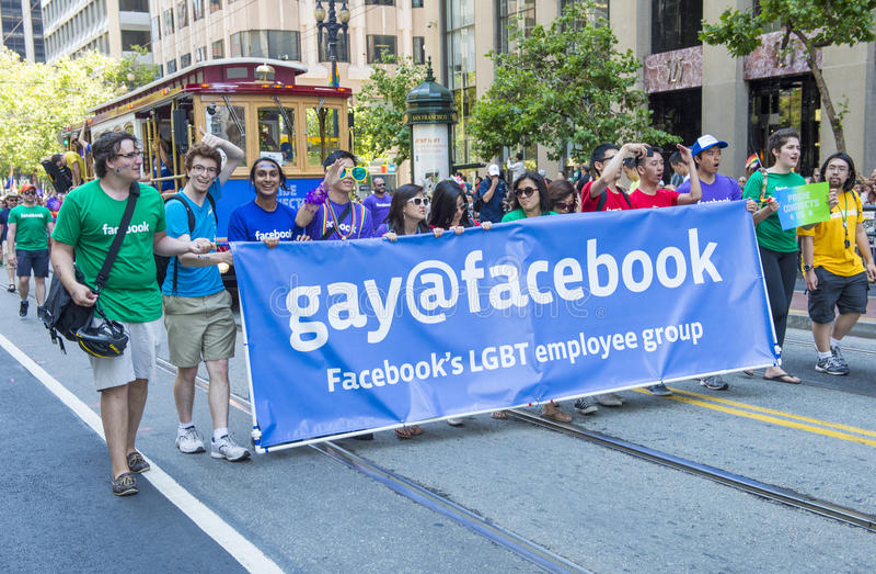 Facebook στην ομοφυλοφιλική υπερηφάνεια του Σαν Φρανσίσκο στοκ φωτογραφία με δικαίωμα ελεύθερης χρήσης