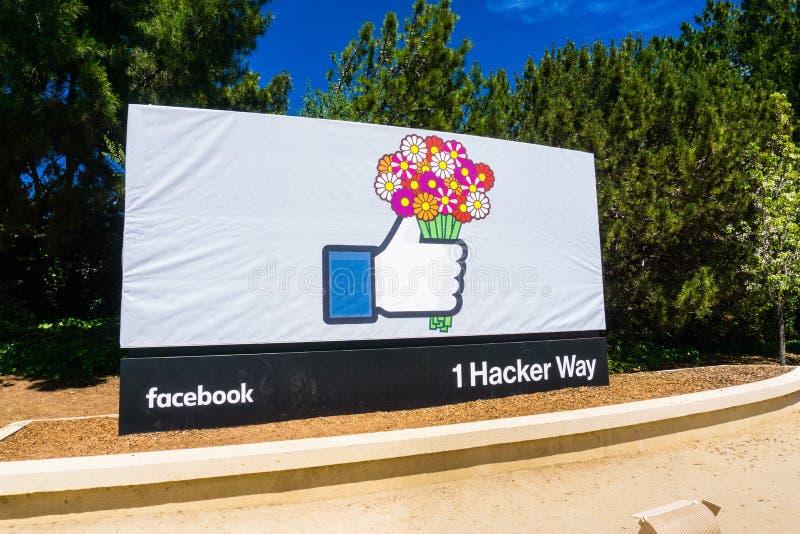 Facebook aiment le signe de bouton tenant un bouquet des fleurs photographie stock