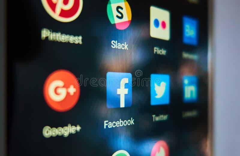 Facebook - det populäraste sociala nätverket i världen royaltyfri bild