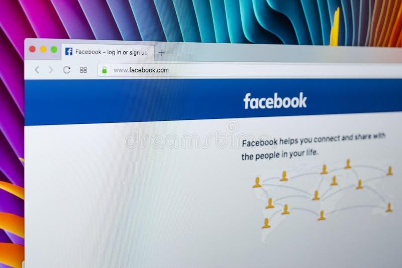 Facebook-homepage, één van de grootste sociale netwerkwebsite Homepage van facebook Com op het de monitorscherm van Apple iMac royalty-vrije stock foto