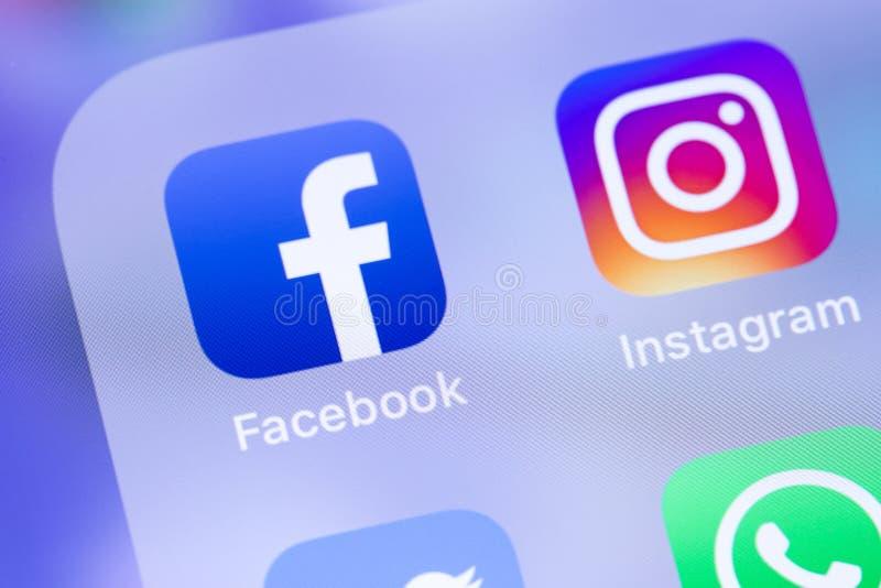 Facebook i Instagram ikon app na parawanowym smartphone obrazy stock