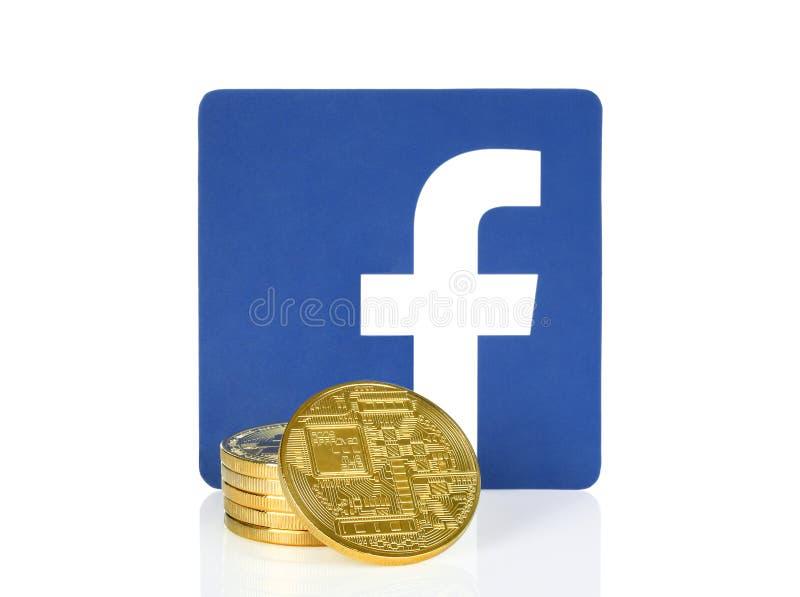 Facebook-Ikone gesetzt mit cryptocurrency Münzen lizenzfreies stockbild