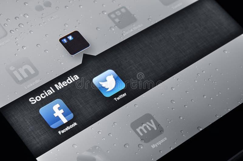 Facebook och Twitterapplikationer på Ipad royaltyfri fotografi