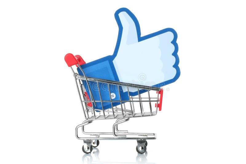 Facebook thumbs вверх по знаку в магазинную тележкау стоковые изображения rf