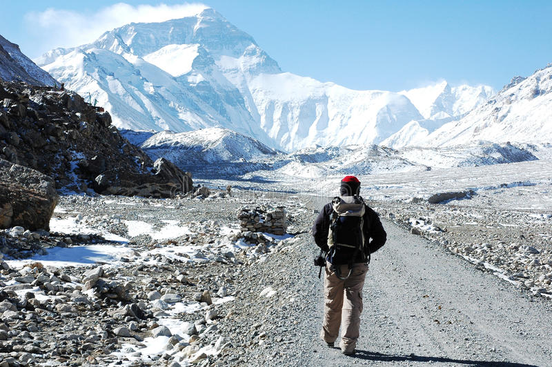 Facendo un'escursione al BC di Everest immagini stock