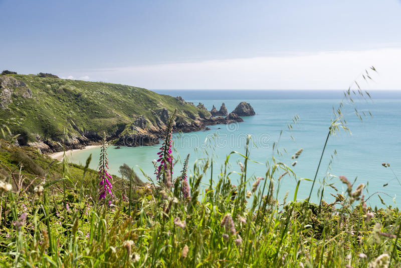Facendo un'escursione sull'isola di Guernsey, il Regno Unito immagini stock