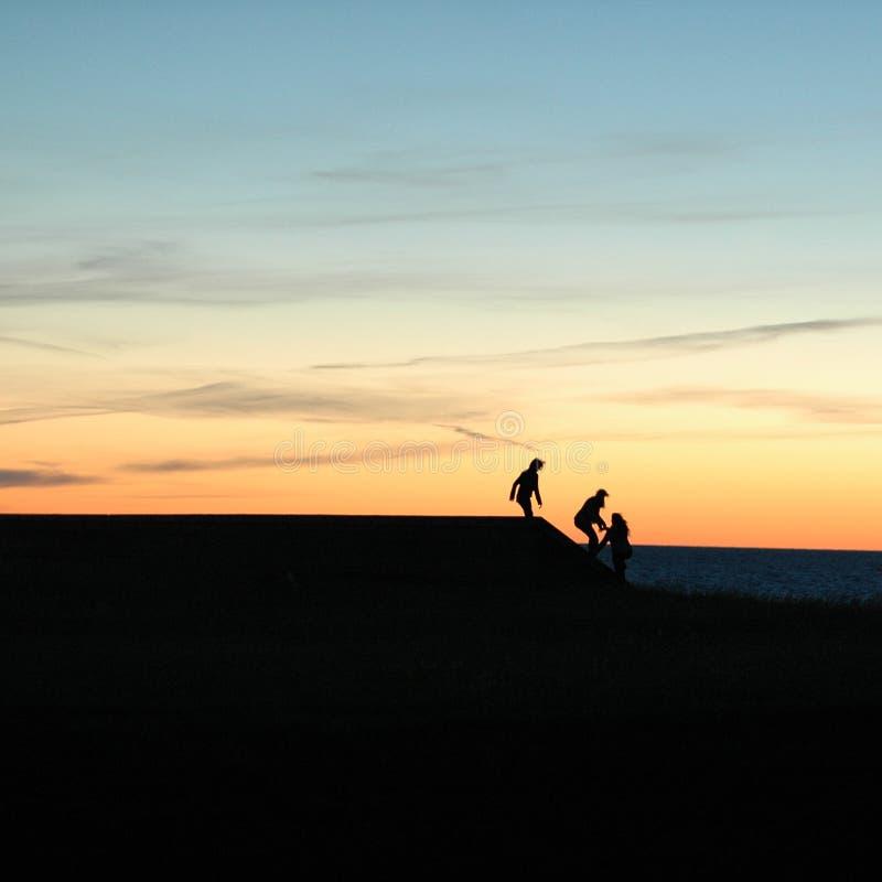 Download Facendo Un Passo Sull'orizzonte Fotografia Stock - Immagine di pericoloso, siluetta: 215056