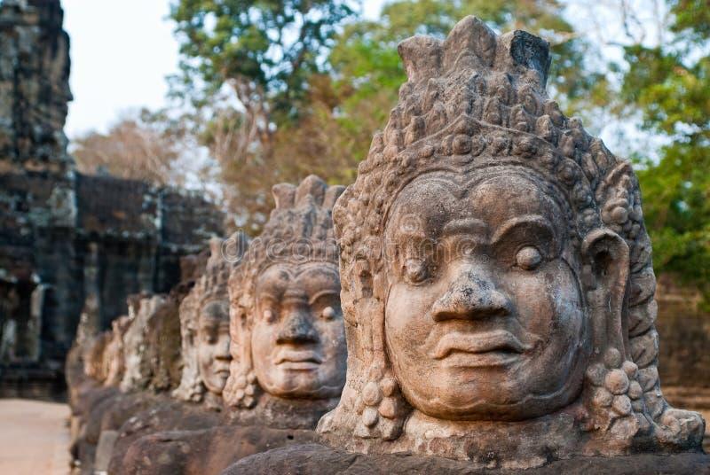 Faces sul 8 da porta de Angkor Thom foto de stock