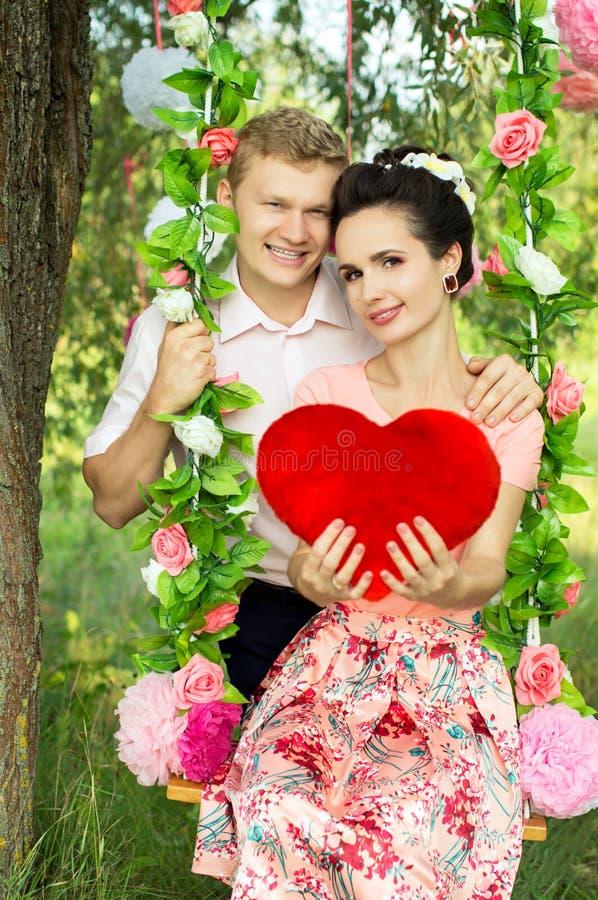 Facet i dziewczyna na naturze zdjęcia royalty free