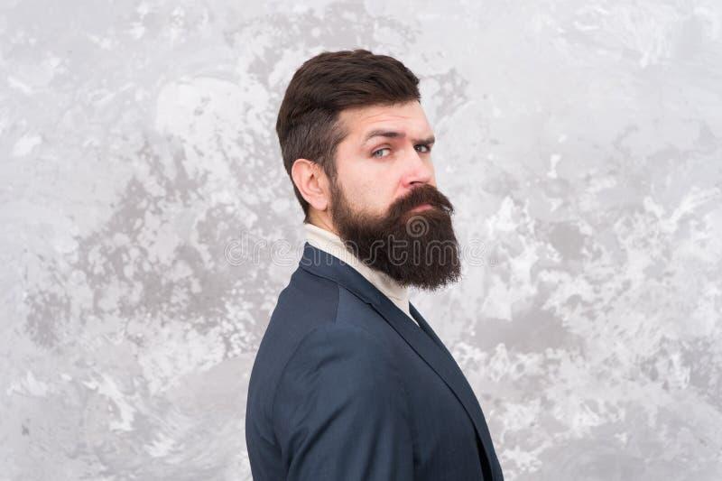Facet mody brutalny model z długą brodą i wąsy Ludzie biznesu moda stylu Twarzowy włosy i przygotowywać człowieku zdjęcia royalty free