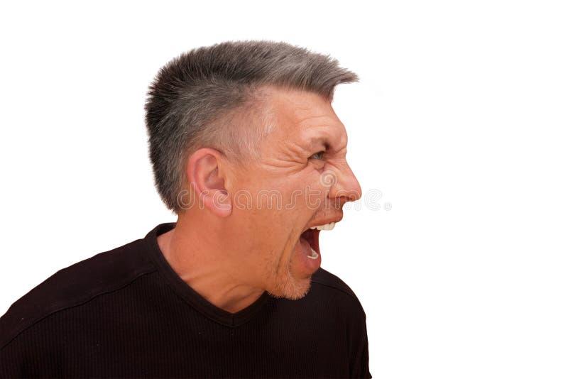 Facet no patrzeje w kamerę i no krzyczy Odosobniony profilowy portret na białym tle Emocja i gest w średnim wieku zdjęcie stock