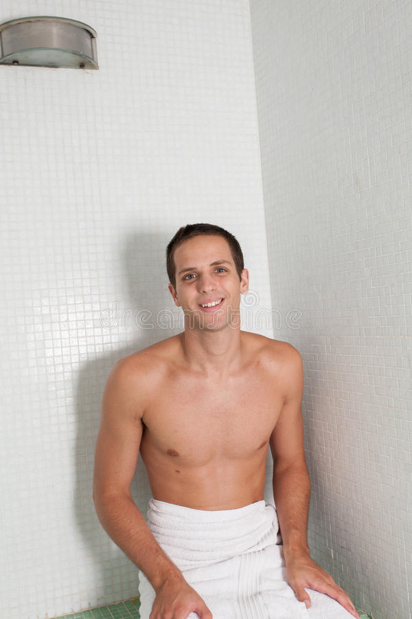 Facet wśrodku sauna obraz royalty free