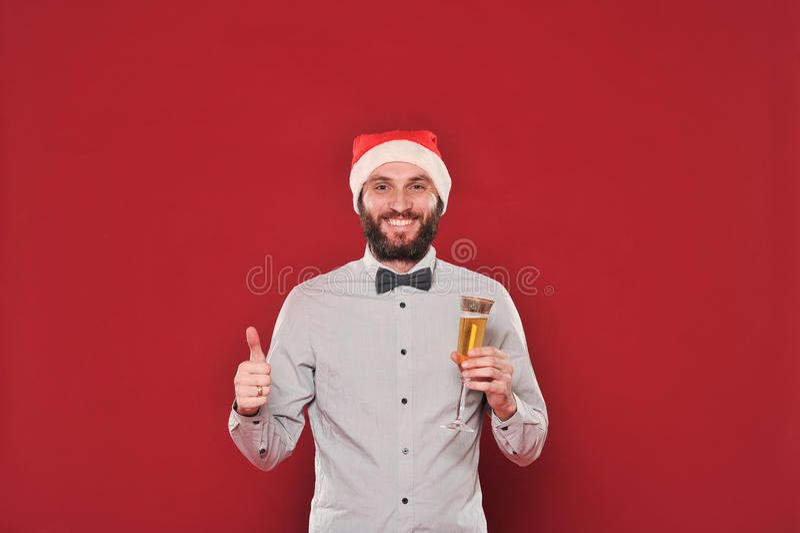 Facet z brodą życzy Wesoło boże narodzenia obraz stock