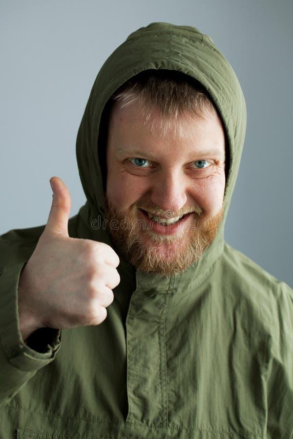 facet zielona kurtka zdjęcia royalty free