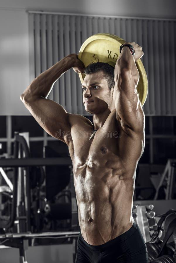 Faceta bodybuilder z barbell obrazy stock