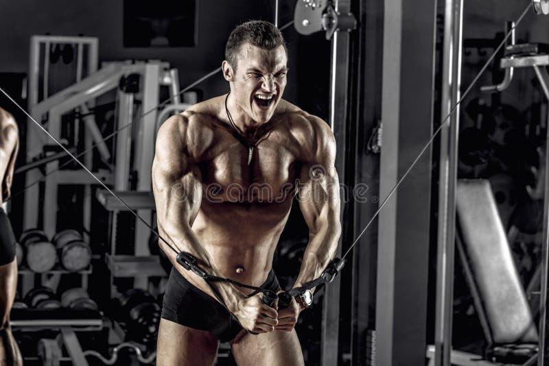 Faceta bodybuilder z barbell zdjęcie royalty free