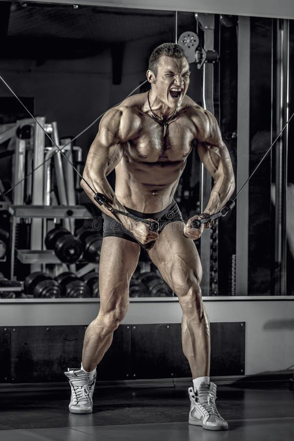 Faceta bodybuilder z barbell obrazy royalty free