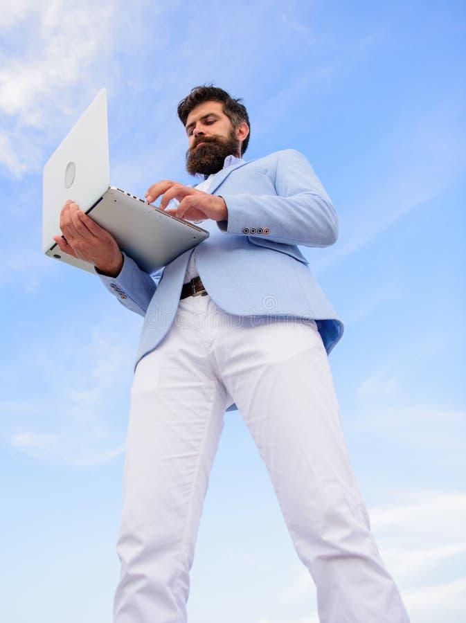 Faceta formalnego kostiumu technologii kierownika nowożytny przedsiębiorca Nowożytne komunikacje Odgórne ilości znakomity kierown zdjęcia stock