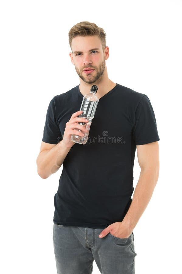 Faceta napoju woda na białym tle Mężczyzna opieki zdrowie i wodna równowaga Sportowiec opieki uwadniania wody żywienia ciało zdjęcia stock