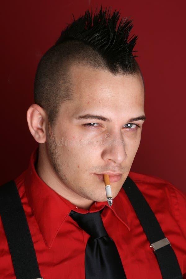 faceta papierosowy ruch punków zdjęcia stock