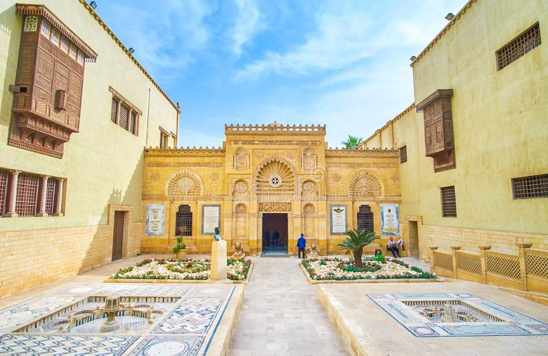 A fachada árabe do estilo do museu cóptico no Cairo, Egito imagens de stock
