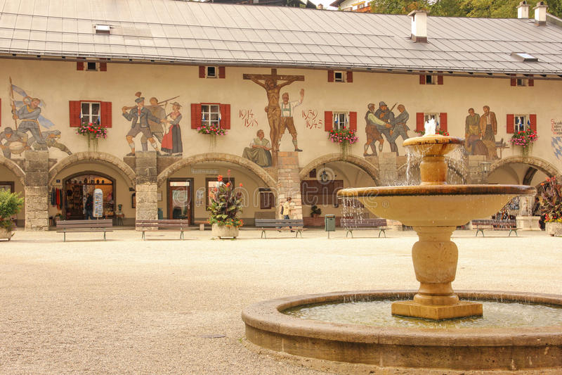 Fachada adornada Berchtesgaden alemania imagenes de archivo
