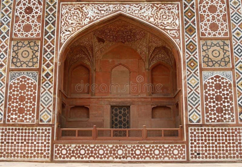 Fachada adornada de la tumba de Akbar. Agra, la India foto de archivo libre de regalías