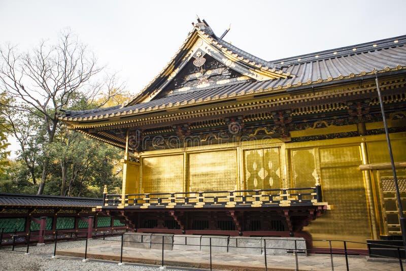 Fachada adornada rica de la capilla de Toshogu en el parque de Ueno (Uenokoen) en Tokio, Japón fotos de archivo