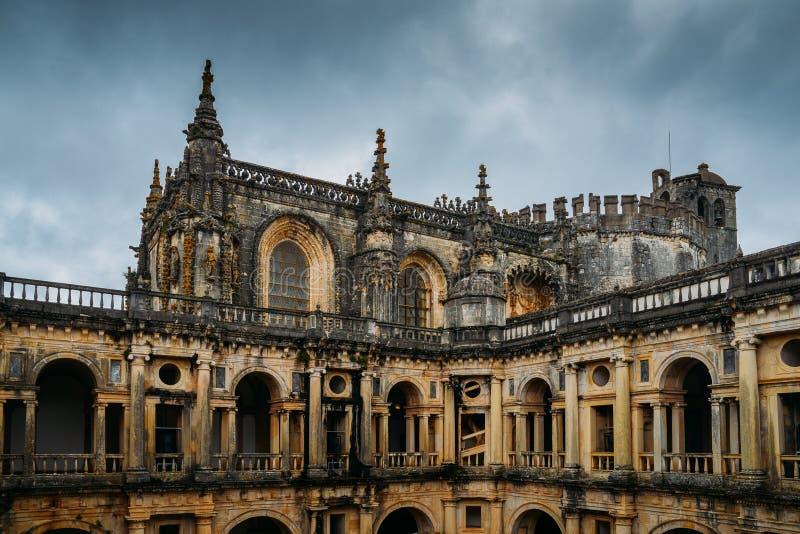 Fachada al convento del siglo XII de Tomar en el estilo de Manueline - Tomar, Portugal - referencia del patrimonio mundial de la  fotografía de archivo libre de regalías