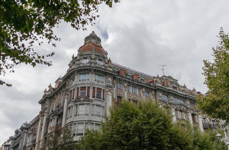 fachada antiga e barroca em Donostia, San Sebastian, Espanha fotografia de stock
