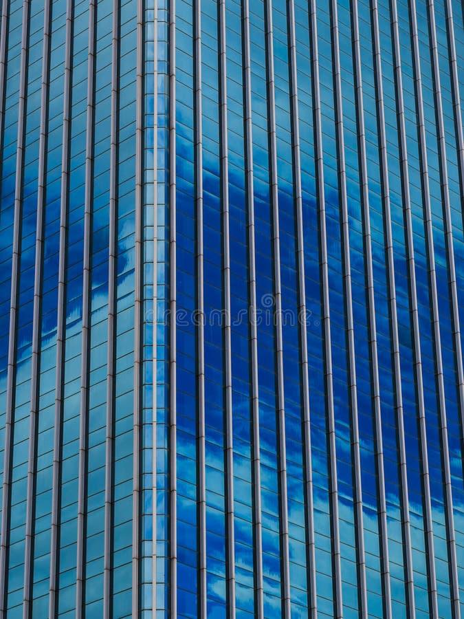 Fachada azul del rascacielos Edificios de Berlin imagenes de archivo
