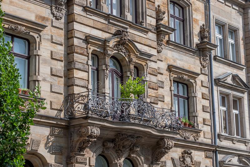 Fachada barroco com balcão imagem de stock
