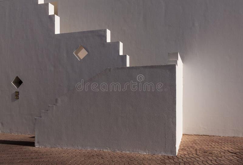 Fachada blanca del edificio en Egipto imagen de archivo