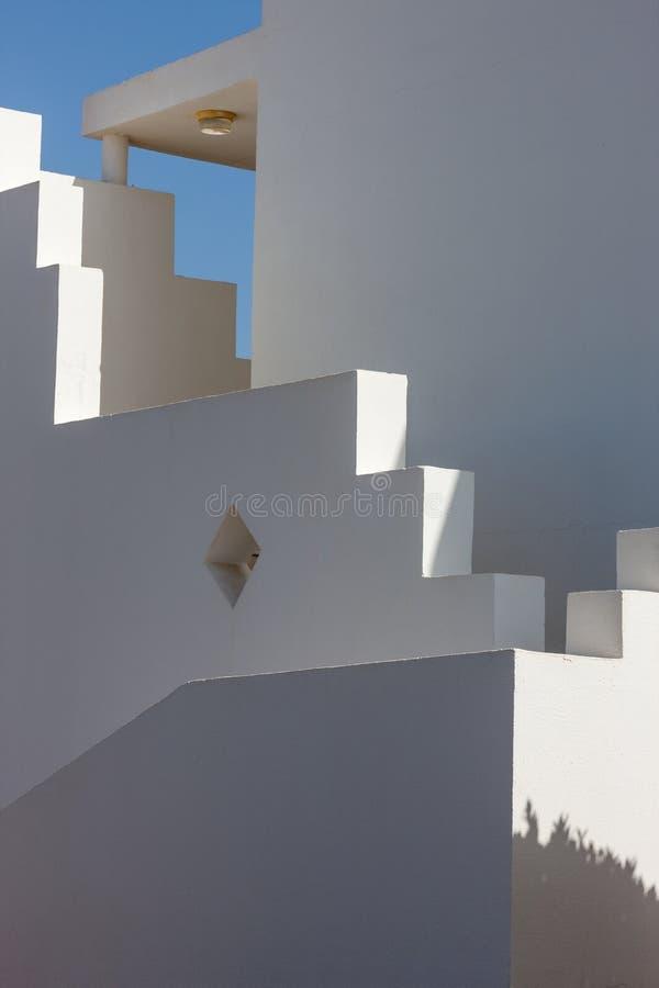 Fachada blanca del edificio en Egipto foto de archivo