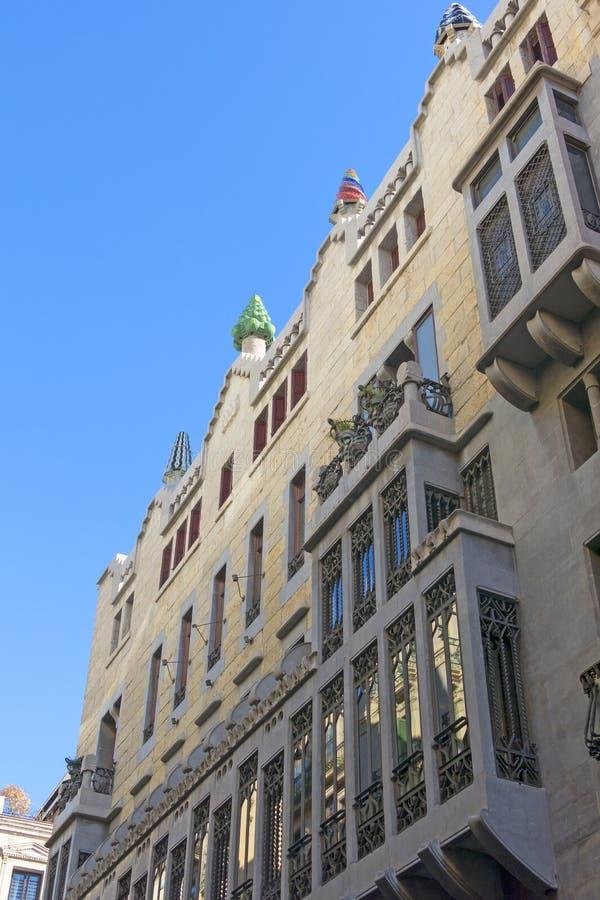 Fachada bonita do palácio Guell por Gaudiem Barcelona, Sp fotos de stock royalty free