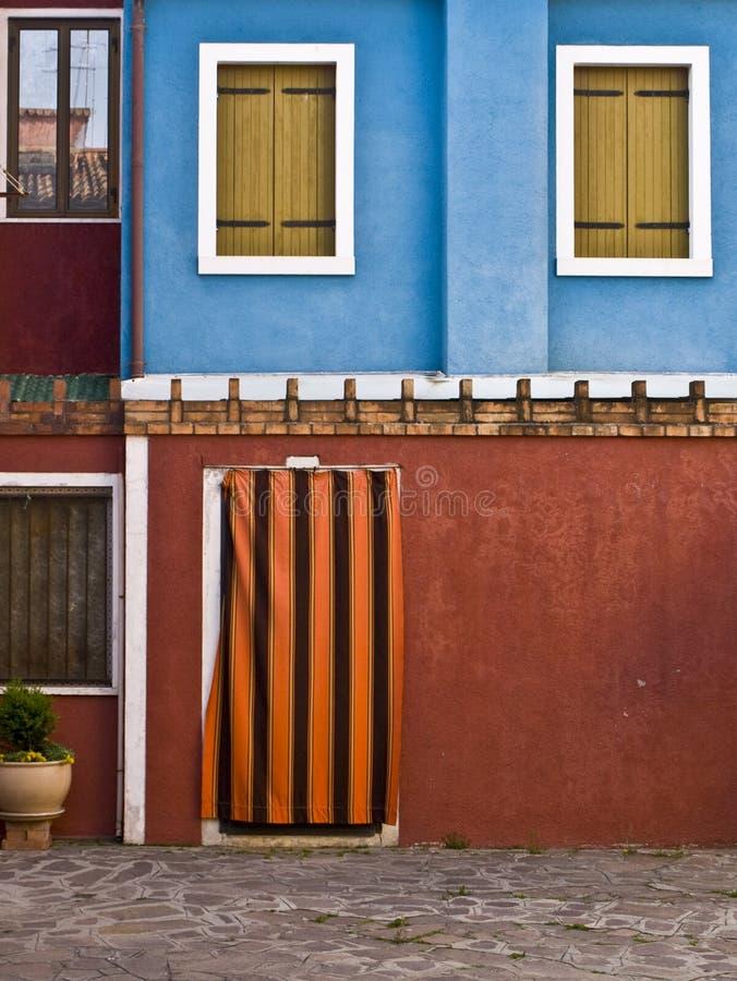 Fachada coloreada en Burano imagen de archivo